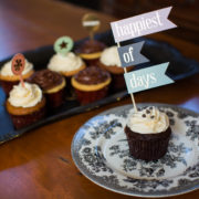 cupcakes-with-sign